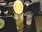 【竹の容器】 大将の提案で冷やした竹で冷酒。旨い!