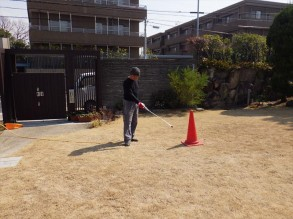 芝生の除草剤 散布